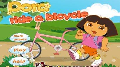 Даша катается на велосипеде